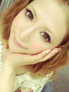 Gyaru make up