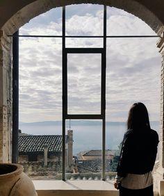 """""""È lincertezza che affascina. La nebbia rende le cose meravigliose"""". {Oscar Wilde}"""
