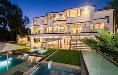 This luxury estate melds architectural excellence with aesthetically functional interiors in an elegant limestone structure, sited in Brentwood, California. Luxury Estate, Luxury Life, Luxury Living, Luxury Homes, Luxury Cars, Luxury Mansions, Brentwood California, California Usa, Dubai Houses