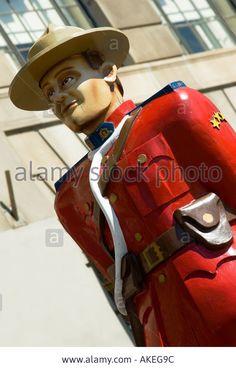 Stock Photo - Canadian Mountie Statue Niagara Falls Canada