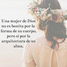 Una mujer de Dios, no es bonita por la forma de su cuerpo, pero si por la arquitectura de su alma, Compártela. #UnniversRadio