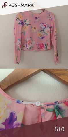 Crop top Bundle Floral long sleeve SEMI crop top. Size small. Comment for questions. Dragon fly crop top sir small! Both go right on belly Botton in length great for high waist pants/shorts! Tops Blouses