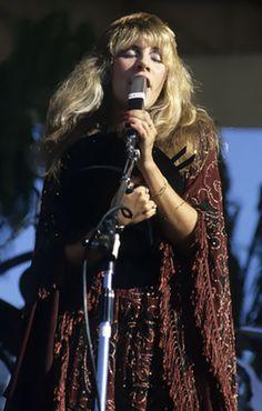 She rules her life like a bird in flight-1977 #StevieNicks