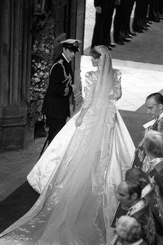 Sarah Ferguson and Prince Andrew 1986 Royal Wedding Gowns, Royal Weddings, Wedding Dresses, Vintage Weddings, Prince Andrew, Prince And Princess, Princess Kate, Sarah Ferguson Wedding Dress, Princess Eugenie And Beatrice