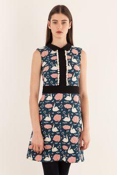 Sleeveless dress with collar - illustration by Anna Kövecses 92043116102