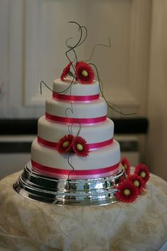 gerbera wedding cake 01 by Hannah Loves Cake, via Flickr