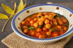 This curry is delicately flavoured and quite mild. If you want to increase the heat, add a diced fresh chilli or some dried crushed chilli flakes. Cambridge Diet Plan, 200 Calorie Meals, Chickpea Curry, Winter Vegetables, Vegetable Stew, Chilli Flakes, Recipe Steps, 200 Calories, Legumes