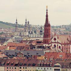 Saudades da lindinha Würzburg na Alemanha. . . . #germany #alemanha #deutschland #visitgermany #germanytourism #würzburg #bavaria #skyline #towers