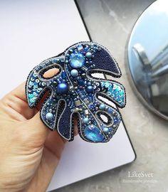 Beaded Embroidery, Hand Embroidery, Embroidery Designs, Diy Wings, Zipper Jewelry, Beaded Brooch, Brooches Handmade, Handmade Decorations, Jewelery