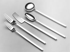 Angela Cork - Contemporary Silverware - Cutlery Open wide for this jaw dropping silverware Kitchen Items, Kitchen Utensils, Kitchen Tools, Kitchen Gadgets, Kitchen Things, Kitchen Decor, Cutlery Set, Flatware, Food Storage Boxes