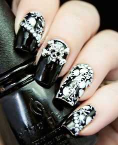 F**k yeah!! Skull nails ftw! Omg I would so rock these