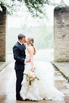 Pennsylvania Wedding with the Prettiest Bridal - MODwedding