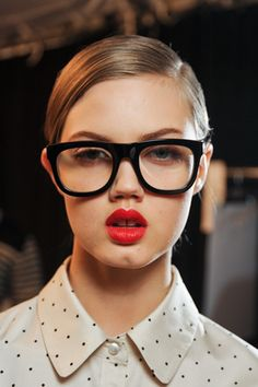 Lindsey Wixson looking very Terry Richardson-esque backstage at Marc by Marc Lindsey Wixson, Terry Richardson, Artist Makeup, Marc Jacobs, Geek Glasses, Big Glasses, Glasses Frames, How To Wear Makeup, Nerd Chic