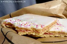 Danish cake Hindbærsnitte (raspberry slice) in the My Daily Denmark blog