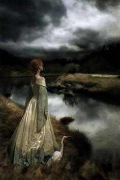 Il fatto è che seguo il mio istinto ed il mio cuore. Non mi curo di quel che sembro, mai. Sono così come la vita, le speranze, le delus...
