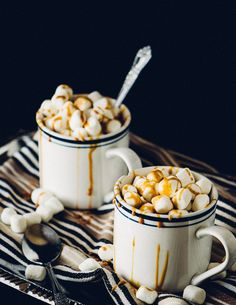 Recipe for whiskey hot chocolate topped with mini marshmallows and caramel.