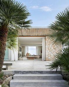 House in Mallorca Modern Exterior, Exterior Design, Cafe Exterior, Exterior Shutters, Style At Home, Facade House, House Facades, Coastal Homes, Contemporary Houses