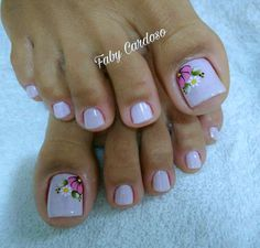 New nails art french piedi ideas Pedicure Designs, Toe Nail Designs, Feet Nail Design, Feather Nails, New Nail Art, Super Nails, Fancy Nails, Blue Nails, Manicure And Pedicure
