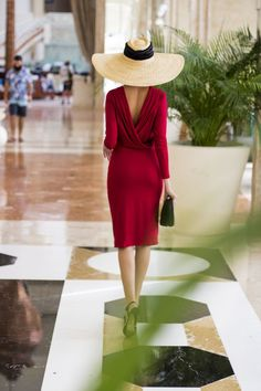 Super Ideas For Dress Coctel Cocktails Classy Red Fashion, Look Fashion, Vintage Fashion, Fashion Outfits, Fashion Moda, Elegant Outfit, Elegant Dresses, Beautiful Dresses, Red Backless Dress