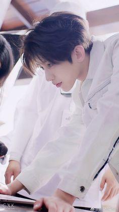 Cute Asian Guys, Cute Korean Boys, Korea Boy, Red Velvet Irene, Cute Disney Wallpaper, Haircuts For Men, Hot Boys, Asian Men, Handsome Boys