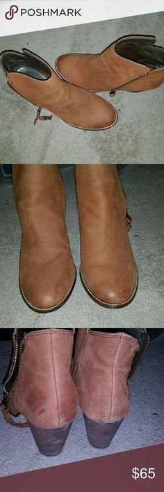 Steve Madden Ankle Suede Boots This is a luggage colored, suede ankle zip boots with a tassel on the zipper. Worn once Steve Madden Shoes Ankle Boots & Booties