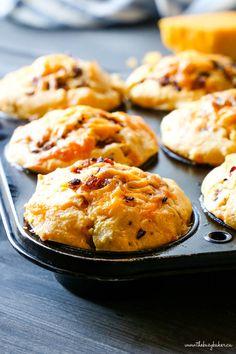 Bacon Cornbread, Bacon Muffins, Savory Muffins, Sweet Cornbread Muffins, Cheese Muffins, Muffin Recipes, Baking Recipes, Breakfast Recipes, Baking Breads