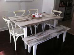table et banc en bois de grange badigeonns la peinture de lait blanche