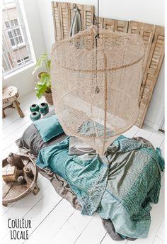 Material Bamboo and sisal Origin Swaziland Dimension H 105cm / ∅ 77cm Designer Nelson Sepulveda