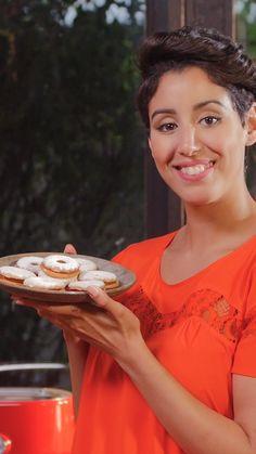 Envie d'une gourmandise de votre enfance ? Testez cette recette de sablés à la confiture ! Jelly Cookies, Linzer Cookies, Mousse, Cake Recipes, Dessert Recipes, Cake Factory, Cake & Co, Hamburger Recipes, Learn To Cook