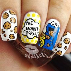 These Cookie Monster nails are the perfect beauty nostalgia. Crazy Nail Art, Crazy Nails, Cute Nail Art, Cute Nails, Pretty Nails, Cookie Monster Nails, Nagellack Design, Nails For Kids, Manicure E Pedicure