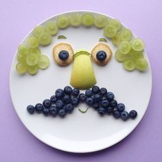 We mustache you a question: what's your kiddos favorite fruit? Play with your food, fun food ideas for kids, kids fruit plate Edible Crafts, Food Crafts, Healthy Meals For Kids, Kids Meals, Healthy Food, Cute Food, Good Food, Kreative Snacks, Food Art For Kids