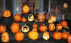 Decorating for Halloween is a huge part of the holiday fun. Here are some ideas for cheap Halloween decorations to display outside your home. Halloween This Year, Halloween Snacks, Halloween Pumpkins, Fall Halloween, Halloween Puzzles, Halloween Activities, Family Activities, World's Largest Pumpkin, Cheap Halloween Decorations