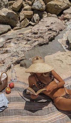 Summer Dream, Summer Girls, Photographie Portrait Inspiration, Bikini Poses, Beach Poses, Beach Photography Poses, European Summer, Shooting Photo, Summer Bikinis