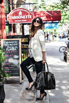 white blazer + black skinny jeans = simply chic