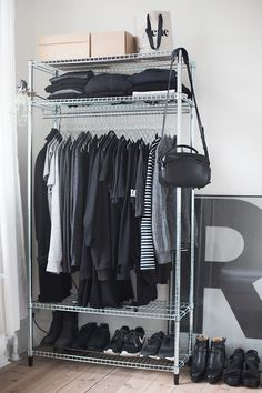 30 schicke und moderne Open Closet-Ideen für die Präsentation Ihrer Garderobe No closet? No problem! If you are short on closet space and wardrobe storage, then an open closet concept may be the solution for you. Open closets are exciting because you can Closet Bedroom, Closet Space, Walk In Closet, Black Closet, Bedroom Storage, Shoe Closet, Wardrobe Closet, Clothes Rack Bedroom, Ikea Clothes Rack