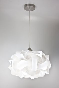 Luminarie pendant ceiling mounted (Pre-assembled) Models: PP4M01, PP4L01 & PP4X01 Use: Incadescent Max 60 Watts Type A 120 V ~ 60 Hz 60 - 100 W Material: Polypropilene plastic. Medium Weight: 3 lb. Large Weight: 4 lb. Extra Large Weight: 6 lb. Medium Size: 15 width x 8 height Large Size: 20width x 13 height Extra Large Size: 30 width x 19 height Includes: 8 ft white cord silver canopy installation kit This is a UL certified product! IMPORTANT NOTE: When becomes to lighting matter, ...