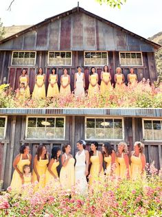 These bridal party pictures are so bright and cheery! Love the yellow bridesmaids dresses with the barn in the background. #westernwedding #countyrwedding# #photography
