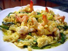 Revuelto de ajetes tiernos con espárragos trigueros y langostinos - El Aderezo - Blog de Recetas de Cocina