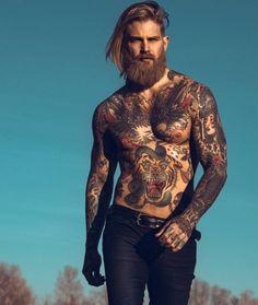 21 photographies d'hommes à qui les cheveux longs vont bien : un régal pour les yeux !
