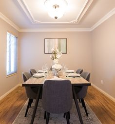 This dining room is so elegant!