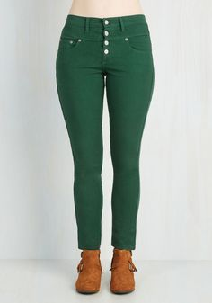 Karaoke Songstress Jeans in Forest Green. Step into the karaoke spotlight in these emerald green denim skinnies! #green #modcloth