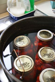 Ball Canning Recipe, Canning Tips, Home Canning, Canning Recipes, Canning Food Preservation, Preserving Food, Canned Strawberries, Pressure Canning, Food Storage