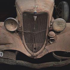 bp22183:  Barn Find  #dailypic #photoaday #car #carporn #ford #shiftinggear #hotrod #design #designporn #vsco #vscocam #iphoneonly #melbourne #bp22183