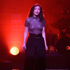 Watch Lorde Debut New Song 'Sober' at Tiny Pre-Coachella Gig Celebrity Crush, Celebrity News, She Was Beautiful, Beautiful Women, Unique Faces, Lorde, Female Singers, Celebs, Celebrities