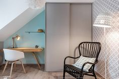 Chambre au look scandinave, peinture pastel et papier peint imprimé