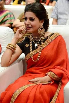 Samantha Ruth Prabhu was spotted in a red saree by Tisha Saksena . She paired it with a black boat neck blouse. Keeping her saree simple , she finished of Indian Attire, Indian Wear, Indian Dresses, Indian Outfits, Moda Indiana, Elegant Saree, Saree Look, Indian Couture, 2 Instagram