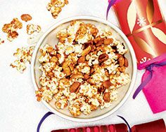 Icewine Caramel Corn Food Dishes, Main Dishes, Side Dishes, Yummy Snacks, Snack Recipes, Caramel Corn, Holiday 2014, Recipe Details, Summer Recipes