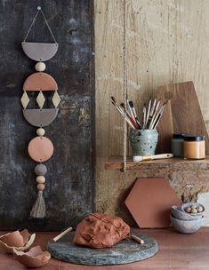 Diy deco rangement, clay projects, handmade decorations, handmade home deco Mobile Ton, Polymer Clay Crafts, Diy Clay, Idee Diy, Handmade Home Decor, Handmade Decorations, How To Make Ornaments, Clay Projects, Diy Art