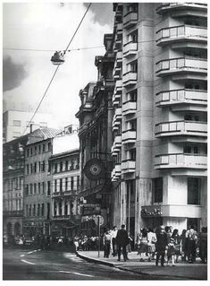 Bucuresti, Calea Victoriei, anii '80  [foto: Hedy Loffler] Bucharest, Romania, Buildings, Street View, Boat, Memories, History, Places, Pictures