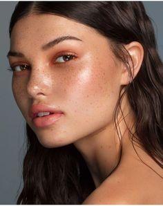glowy makeup – Hot topics, interesting posts and up to date news Beachy Makeup, Glowy Makeup, Freckles Makeup, Makeup Inspo, Makeup Inspiration, Beauty Shoot, Hair Beauty, Minimal Makeup, Natural Makeup Looks